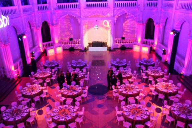 Gala_Vacsora_Kerek_Asztalokkal