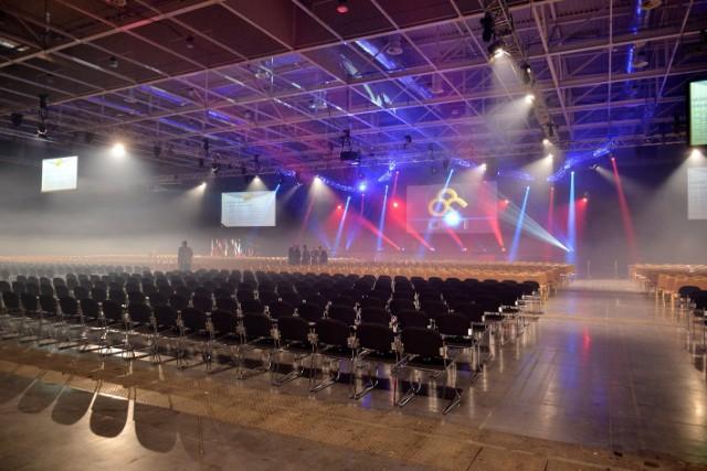 Konferencia_Feny_es_Butor